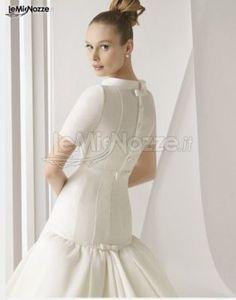 http://www.lemienozze.it/gallerie/foto-abiti-da-sposa/img25039.html  Abito da sposa con maniche a tre quarti e chiuso sulla schiena