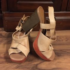 "Gianni Bini Shoes Size 7 1/2 caramel leather upper Gianni Bini with orange 1"" platform & 4"" heels.  Item# S107. Gianni Bini Shoes Heels"