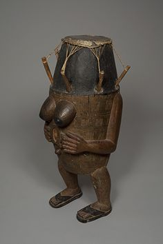 """Fante drum, early C 20 - Musical instruments, including drums, play a major role in rituals and village festivals. They accompany the singing and dancing. Here he appears mostly as a mediating object with the ancestors and deities. Indeed, the closer its anthropomorphic appearance of an ancestor who would have lent his human voice to the drum. This type of drum is called """"drum speaker."""" It usually works in pairs: a deep voice for man and a high-pitched voice for women."""