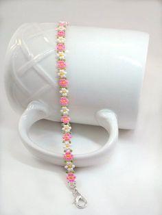 Pink Daisy Bracelet, Dainty Seed Bead Bracelet Jewelry Gift, Small to Plus Size. Pink Daisy Bracelet, Dainty Seed Bead Bracelet Jewelry Gift, Small to Plus Size - Daisy Bracelet, Seed Bead Bracelets, Seed Bead Jewelry, Diy Jewelry, Jewelry Gifts, Beaded Jewelry, Handmade Jewelry, Seed Beads, Bracelet Sizes