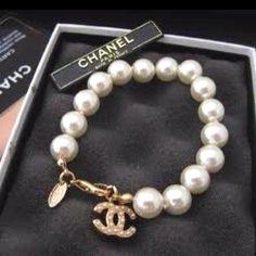 Chanel pearls...nice, very nice, super nice