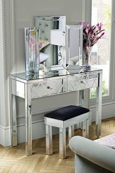 Knightsbridge Mirrored Dressing Table with 4 legs: classic Bedroom by My Furniture