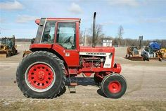The 86 Series had their cab moved forward inched Farmall Tractors, Old Tractors, International Tractors, International Harvester, Antique Tractors, Case Ih, Down On The Farm, Farming, Iron