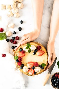Jednoduchý ovocný cheesecake Fruit Cheesecake, Camembert Cheese, Panna Cotta, Ethnic Recipes, Simple, Food, Mascarpone, Dulce De Leche, Essen