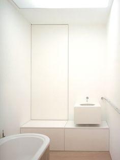 Minimalistic bathroom by John Pawson #white #minimalism #interiordesign - More wonders at www.francescocatalano.it