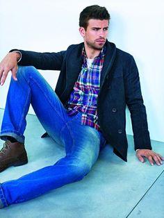 Gerard Pique - Shakira you lucky duck Foto Casual, Men Casual, Mango Clothing, Shakira, Well Dressed, Gorgeous Men, Dapper, Sexy Men, Hot Guys