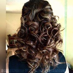 Peinado semi recogido con muchos rulos!  El color y las mechas también #hechopormi  gavadiarmakeup@gmail.com✉ . #makeup #maquillajeprofesional #maquillaje #maquillajedenovia #maquillajedeldia #bridesmaid #bridesmaidsmakeup  #maquillajecaracas #makeupcaracas #maquillajeccs #makeupccs #modeloccs #mujerlatina #mujervenezolana #peinadodenovia #peinados #hair #hairdo #halfuphalfdown #hairandmakeup #maquillajeadomicilio #makeupoftheday #makeupobssesed #makeupmafia #wedding #weddinghair…