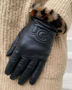 Leather ugg   gloves   handschoenen   black   nude   knitwear   cold days   winter   woman   shopping   buy now   add to cart   styling   style