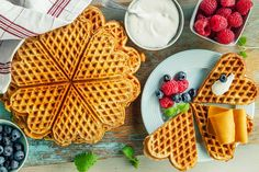 Hverdagskos med grove vafler | Coop Marked Cottage Cheese, Kefir, Waffles, Dessert, Baking, Breakfast, Food, Morning Coffee, Deserts