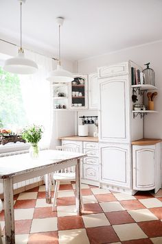 Painter in Residence, Agnieszka Krawczyk, has done stellar work in updating this kitchen in rural Poland. She painted all the cabinets, the shelves, chairs and table using just two coats of Chalk Paint® in Old White and then distressing heavily around the edges, especially on the table, to give a worn, rustic feel.
