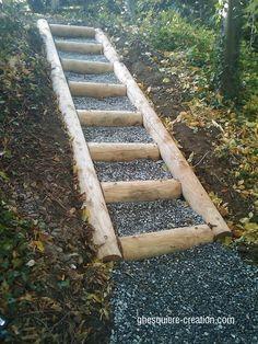 Escalier en bois extérieur, rondin, platelage, bois noble et résistant nous étudions tout type de projet à la demande.