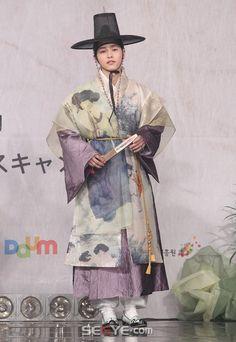 남자 한복 드라마 - Google Search Korean Traditional Dress, Traditional Fashion, Traditional Looks, Traditional Dresses, Korean Dress, Korean Outfits, Culture Clothing, Shots Ideas, Creative Shot