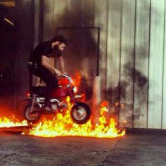 Mini bike fire jump Aaron Kaufman, Fast And Loud, Gas Money, Backyard Toys, Gas Monkey Garage, Bike Art, Mini Bike, Dirt Bikes, Motocross