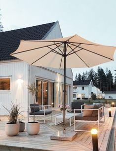 Outdoor Rooms, Outdoor Living, Outdoor Decor, Outdoor Patio Designs, Philips Hue, Outside Patio, Scandinavian Style, Garden Inspiration, Pergola