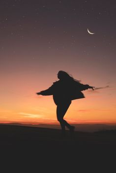 7 Awesome Ways To Manifest With The Waxing Moon // Witchcraft // Magic // The Traveling Witch