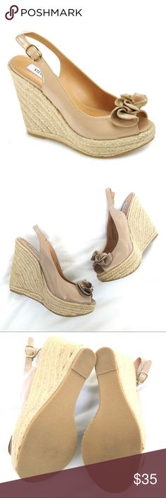 """Steve Madden Fauntain Tan Blush Patent Espadrille Steve Madden - Fauntain - Blush Patent Espadrille. Never worn in new condition! Adorable espadrille that's sure to add some femininity to your look. A patent leather peep-toe sling-back atop a natural espadrille bottom, the 'Fauntain' has a rugged base with abounding elegance. 4 ½"""" rope covered wedge heel height 1 ¼"""" front platform Patent leather upper Bundle save 20% on your purchase, and I love offers!🎉😃🎉 Steve Madden Shoes Espadrilles"""