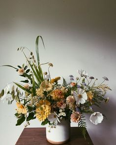 Fifteen Gardening Recommendations On How To Get A Great Backyard Garden Devoid Of Too Much Time Expended On Gardening Elsa Billgren Wedding Flower Arrangements, Floral Centerpieces, Wedding Centerpieces, Floral Arrangements, Wedding Bouquets, Ikebana, Affordable Wedding Flowers, Floral Wedding, Spring Bouquet