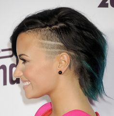 Demi Lovato is SERIOUSLY rocking this rad sidecut!