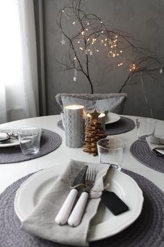 Grey table setting, winter, simpe, white plates