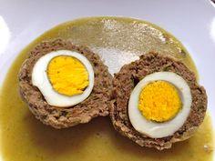 Albóndigas con huevo en salsa verde