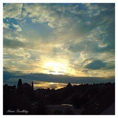 Hach! Norddeutscher Abendhimmel - da kann man sich an den Ausblick echt gewöhnen ☺️ #mimisfoodblog #sundown #sunshine #summer #sunset #sonnenuntergang #sun #sundowner #abendstimmung #norddeutschland #norddeutschersommer #norddeutscherhimmel #lieblingsland #derechtenorden #schleswigholstein #naturelover #landscape #photography #photooftheday #sky #skyline
