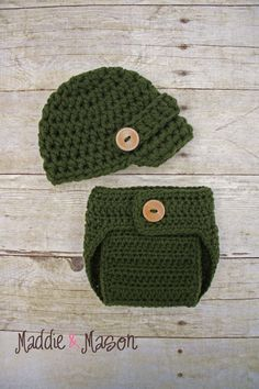 baby hat and diaper cover. i need to start making stuff like this... to die for!