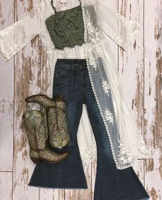 Style Cowgirl, Cute Cowgirl Outfits, Western Outfits Women, Rodeo Outfits, Western Style, Cute Casual Outfits, Chic Outfits, Cowgirl Fashion, Cute Cowgirl Boots