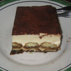 This is the best Olive Garden Tiramisu recipe. A creamy custard filling around lady finger cookies dipped in espresso and dusted with rich cocoa powder. No Bake Desserts, Just Desserts, Delicious Desserts, Dessert Recipes, Yummy Food, Cake Recipes, Dessert Ideas, Think Food, Love Food