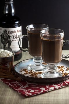 Spiked Gingerbread Hot Chocolate (with a consolation rum buns recipe! Vodka Drinks, Fun Drinks, Yummy Drinks, Beverages, Christmas Cocktails, Holiday Drinks, Holiday Recipes, Nutella, Quinoa