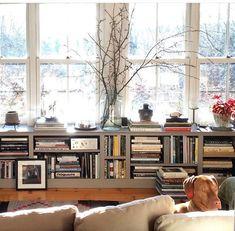 Under windows bookshelves Foyer Decor Ideas Bookshelves windows Natural Home Decor, Unique Home Decor, Home Decor Styles, Cheap Home Decor, Vintage Home Decor, Home Decor Accessories, Home Decor Kitchen, Home Decor Bedroom, Living Room Decor