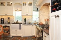 Great kitchen remodeling ideas on this site.  Next two pins from there.  This is traditional kitchen by Robinwood Kitchens