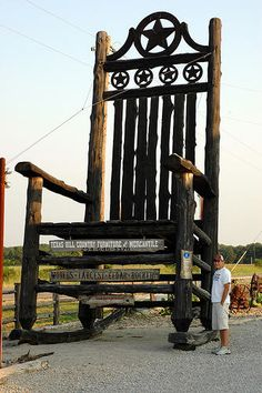 Worlds Largest Rocking Chair - Fanning, Missouri Extreme Photography, Photoshop Pics, Unusual Buildings, Picture Albums, Roadside Attractions, Water Tower, World's Biggest, Funny Photos, Worlds Largest