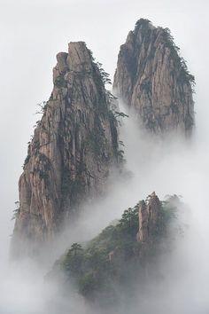 Huang Shan, China by Emmanuel Boitier What A Wonderful World, Beautiful World, Beautiful Places, All Nature, Amazing Nature, Landscape Photography, Nature Photography, Fantasy Landscape, Natural World