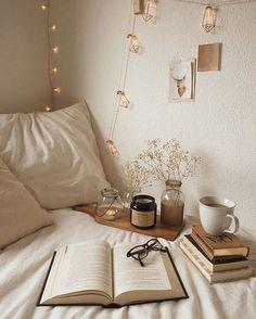minimalist bedroom decor ideas that look more comfortable 12 My New Room, My Room, Cozy Small Bedrooms, Cozy Small Bedroom Decor, Fall Bedroom Decor, Aesthetic Bedroom, Minimalist Bedroom, Modern Bedroom, Contemporary Bedroom