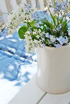 Forget me nots & hyacinth svensk sommar Purple Tulips, Blue Flowers, Romantic Flowers, Wedding Flowers, Little Flowers, Beautiful Flowers, In Remembrance Of Me, Vibeke Design, Ceiling Murals