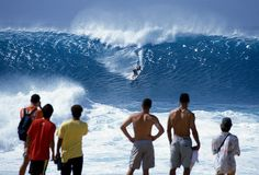 Experience the Banzai Pipeline, Hawaii. (Not surf, I´m not stupid or suicidal.)