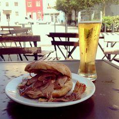 Paseando y de Cafés por Porto | Voa Mais Grelos Blog | 6.11.14  Como sabéis, me gusta mucho visitar Porto. Voy cada poco y me gusta sorprenderme cada vez que paseo un poco por la ciudad, tiene siempre alguna sorpresa preparada. En este post os contare uno de los paseos que hice hace aproximadamente un mes.  En este caso, todos están por el centro de la ciudad, así que caminando se llega sin problema y en un momentito. #Portugal