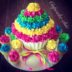Giant Cupcake and Mini Cupcakes by Cupcake Chic, Perth, Western Australia… Giant Cupcake Recipes, Giant Cupcake Cakes, Cupcake Party, Birthday Cupcakes, Mini Cakes, Ladybug Cupcakes, Kitty Cupcakes, Snowman Cupcakes, Cupcake Ideas