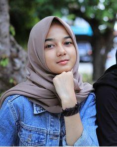 Trendy Fashion Hijab Indonesia Beautiful Source by hijab Hijabi Girl, Girl Hijab, Hijab Outfit, Hijab Casual, Hijab Chic, Muslim Fashion, Hijab Fashion, Fashion Fashion, Video Hijab