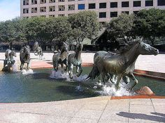 The Mustangs of Las Colinas, Williams Square, Irving, Texas - is one of the largest equestrian sculptures in the world set in a stark, pink granite plaza. Texas Roadtrip, Texas Travel, Viaje A Texas, Dallas Texas, Texas Usa, Places To Travel, Places To Visit, Loving Texas, Texas Pride