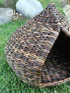 Home Decor Baskets, Basket Decoration, Willow Weaving, Basket Weaving, Rattan Basket, Wicker, Fun Crafts, Paper Crafts, Newspaper Basket