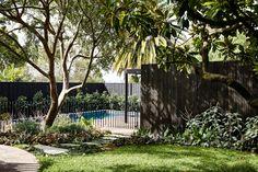 Kew II House is a minimalist house located in Melbourne, Australia designed by Kennedy Nolan. House Extension Design, Extension Designs, Bamboo Fence, Cedar Fence, Modern Brick House, Landscape Design, Garden Design, Kennedy Nolan, Brick Works