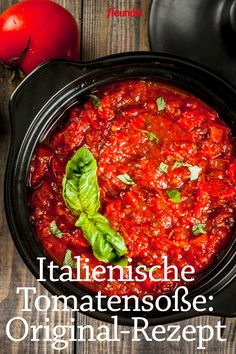 Rezept-Video: Italienische Tomatensoße No matter how much effort you make, your tomato sauce just does not taste like the Italian's? We reveal the secret recipe Potato Recipes, Lunch Recipes, Appetizer Recipes, Crockpot Recipes, Italian Tomato Sauce, Italian Pasta Recipes, Homemade Marinara, Italy Food, Food For A Crowd