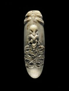 Description This is a nguru, a nose flute or whistle, made from whale ivory around The style of carving is typical of the Ngā Puhi iwi (tribe), indicating this nguru came from the north part of the North Island of New Zealand. Ancient Aliens, Ancient Art, Maori Words, Maori Tribe, Polynesian People, Maori Art, Bone Carving, New Zealand, Body Forms