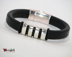 Pulsera de cuero hechos a mano auténtica regaliz negro por WeAllArt