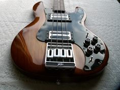 Flat Eric's Bass & Guitar Collection: More Peavey T-40.
