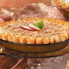 """Maple-Cream Apple Pie Recipe -""""A rich, maple cream filling topped with cinnamony… Apple Pie Recipes, Sweet Recipes, Fall Recipes, Mini Peach Pies, Pie Crumble, Maple Cream, Apples And Cheese, Thanksgiving Pies, Elegant Desserts"""
