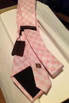 Louis Vuitton pink Damier tie sharp and hot