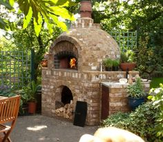 Like Italians: make pizza oven yourself with 5 steps - Roof brick - Roof cladding Brick Grill, Brick Roof, Roof Cladding, Four A Pizza, Pizza Oven Outdoor, Brick Garden, Wood Fired Oven, Pergola Patio, Patio Privacy