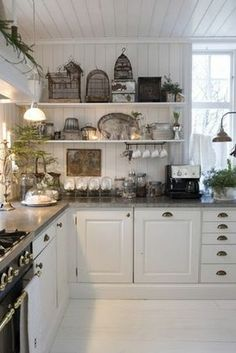 weiße französische Landhausküche Mehr